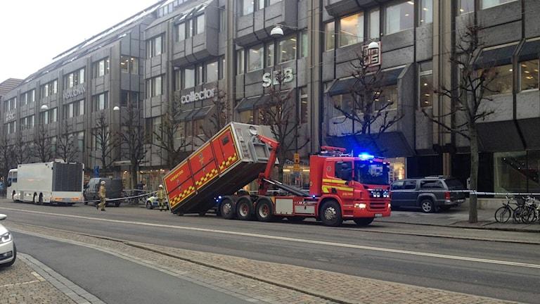 Delar av Östra Hamngatan spärrades av då pulver hittades hos företag i Göteborg. Foto: Karin Ivarsson/Sveriges Radio