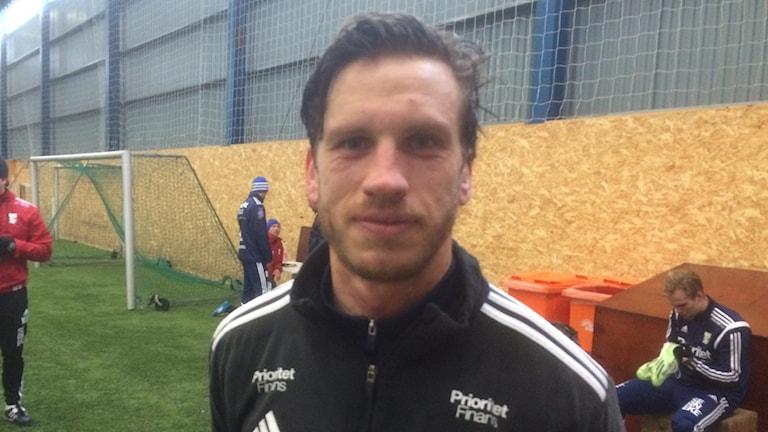 Gustav Svensson inne i Delsjöhallen efter träningspasset. Foto: Peter Stenberg/SR
