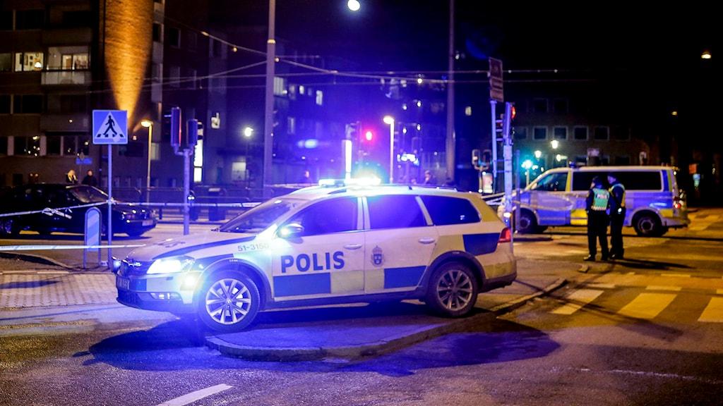 Två personer har påträffats skjutna i Majorna.