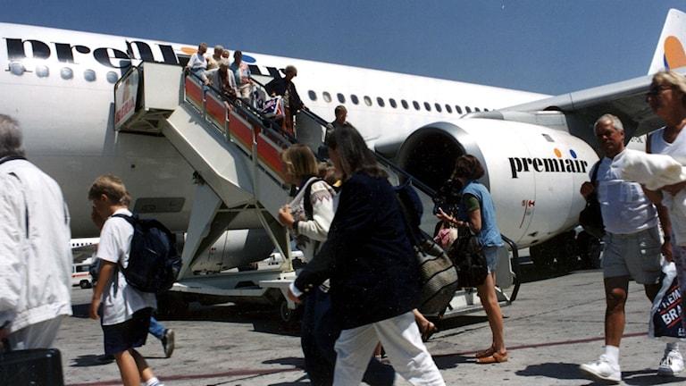 Semesterfirare går av planet på Mallorca. Foto: Fredrik Gertten/SCANPIX