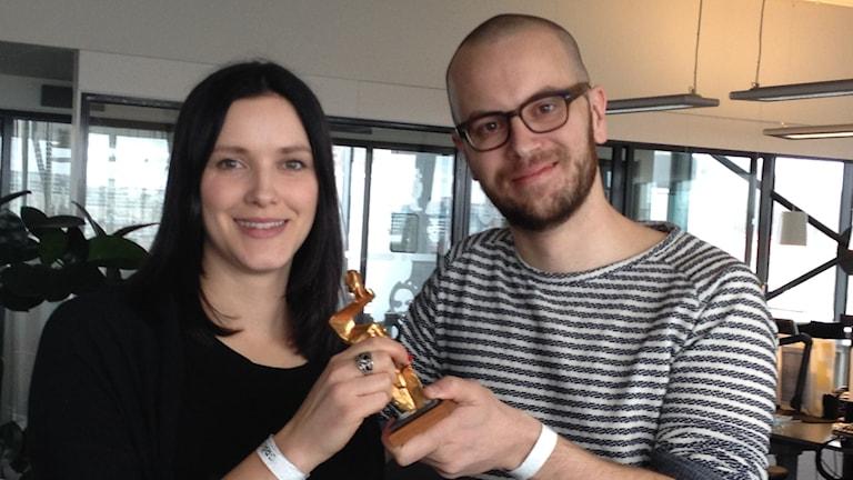 Sofia Boo och Markus Alfredsson var glada över att ha fått guldspaden. Nu kan det bli ytterligare ett pris. Foto: Madeleine Blidberg/SR