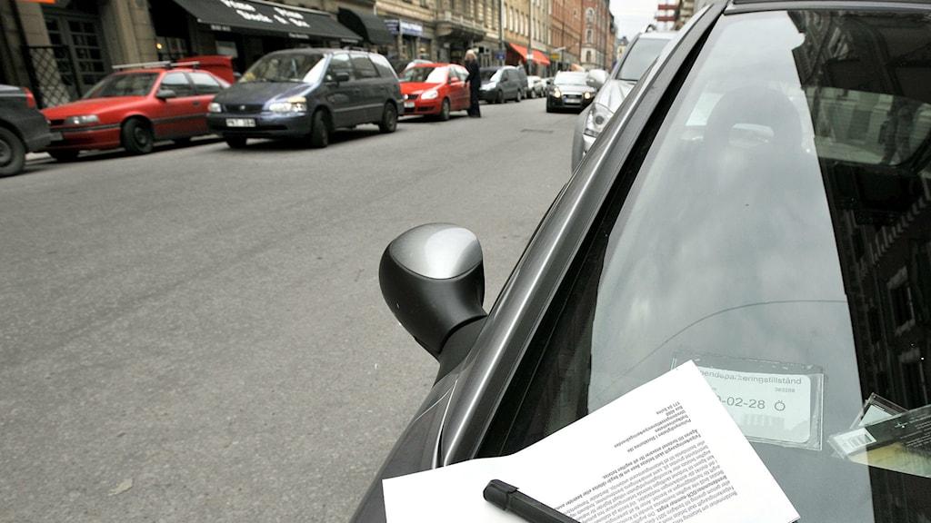 Parkeringsbot på bilrutan. Foto:Tomas Oneborg/TT Bild