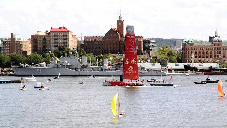 Team Dongfeng seglar in till Frihamnen i Göteborg - de tog hem den totala tredjeplatsen i racet. Foto: Emma Svensson/P4 Göteborg