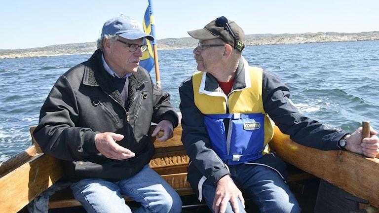 Christer Hjelmsten, Rädda Måseskär t.v. och fyrexperten Leif Elsby. Foto: Mats Carlsson-Lénart.