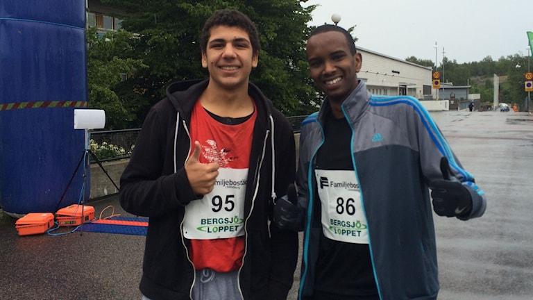 Abdalah Hashim och Fuad Shidane, två av deltagarna i dagens Bergsjölopp. Foto: Christian Möller/Sveriges Radio