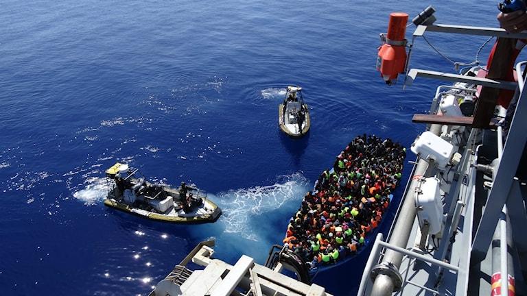 Göteborgsbåten Poseidon vid räddningsinsatsen i medelhavet. Foto: Kustbevakningen