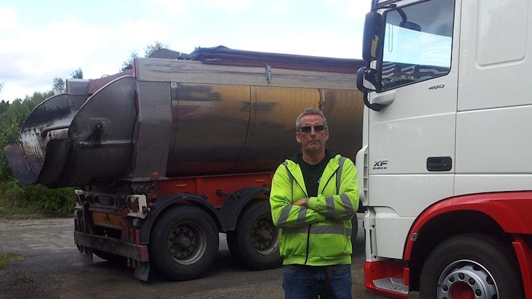 Håkan Alexandersson med två lastbilar som inte rullar denna dag.