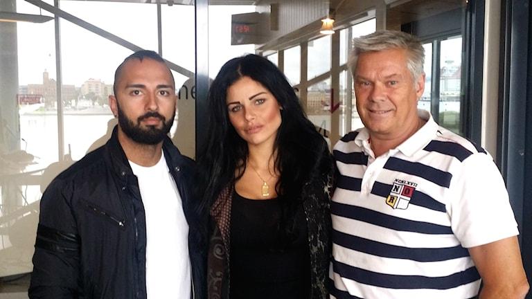 Dado Tabatabai och Nivin El Assir besökte Hasse Andersson i studion. Foto: Caroline Widenheim/SR
