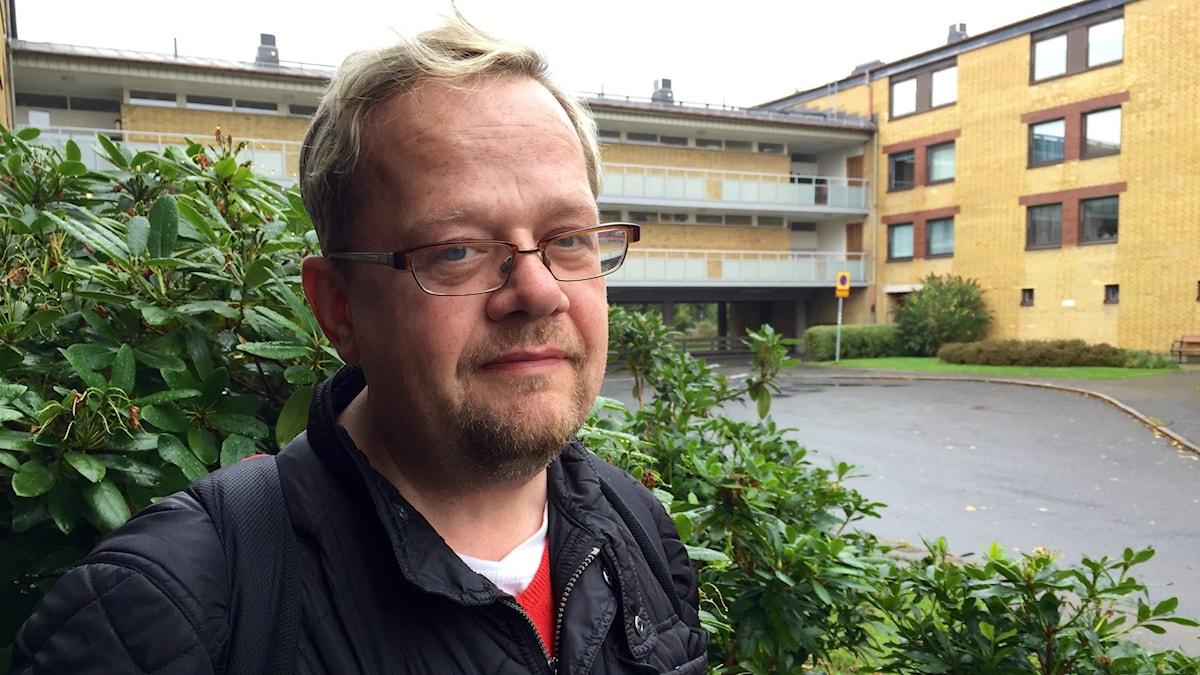 Lars Gårdfeldt tycker att svenska kyrkan ska öppna upp sina församlingshem för flyktingar. Foto: Lina Persson/SR