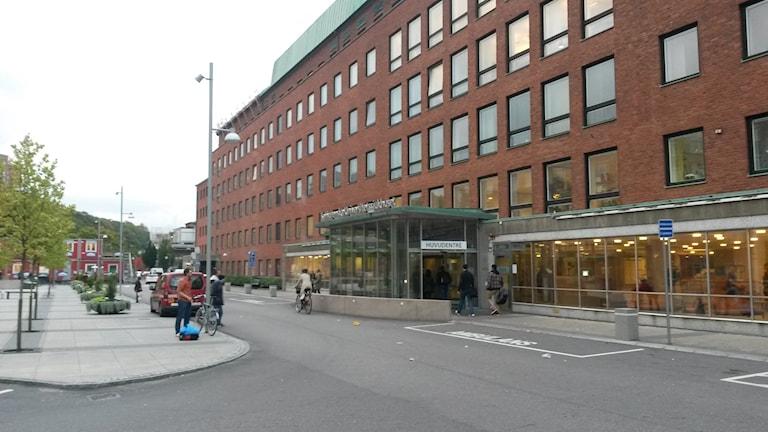 Sahlgrenska huvudentrén. Joel Eriksson/Sveriges Radio