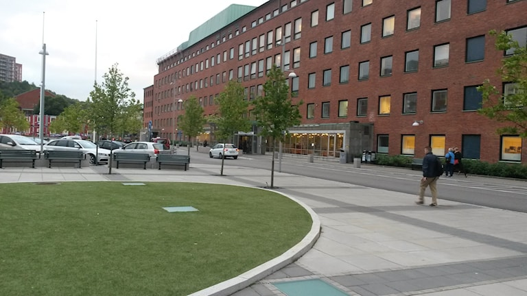 Sahlgrenska huvudentren från torget. Foto: Joel Eriksson/Sveriges Radio