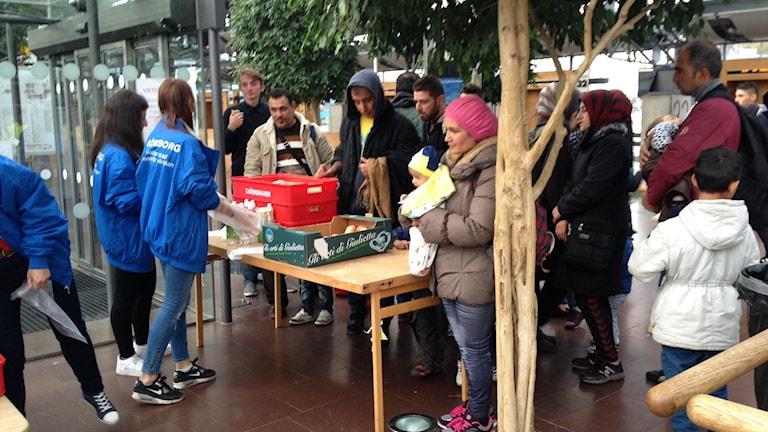 Flyktingar anländer till centralstationen i Göteborg. Foto: Madeleine Blidberg/SR