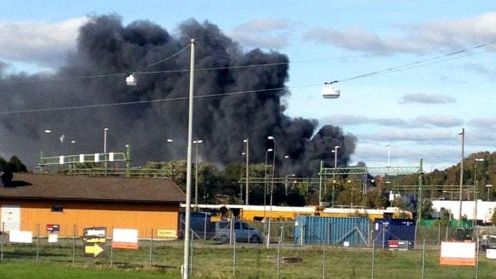Bilverkstad brinner på Hisingen.