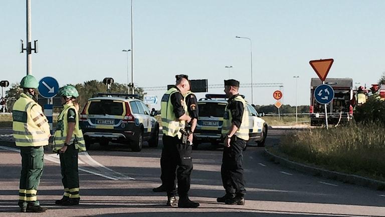 Polis och räddningstjänst vid bilbomben i Torslanda. Foto: Linn Ohlsson / SR