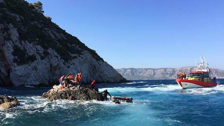 Sjöräddningssällskapet undsätter nödställda utanför Samos. Fotograf: Gunilla Von Hall.
