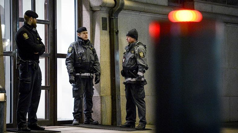 Ökad bevakning utanför Rosenbad igår. Foto: Janerik Henriksson / TT /
