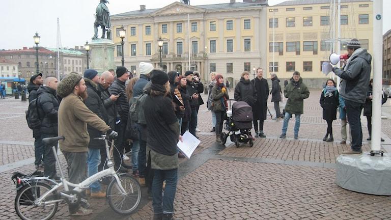 Demonstranter på Gustav Adolfs torg vill att Göteborg inför ett sprututbytesprogram. Foto: Epp Anderson/ Sveriges radio
