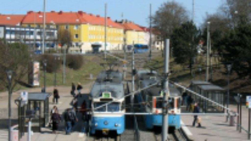 Wieselgrensplatsens spårvagnshållplats med två spårvagnar