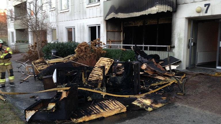 Lägenheten på Briljantgatan där branden började blev totalt utbränd. Foto: Monir Loudiyi/Sveriges Radio
