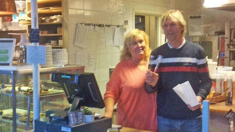 Ägare Christina och Conny Rönnängsgård. Foto: Lasse Nilsson/SR
