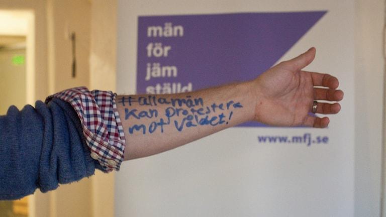 А это общество мужчин демонстрирующих за гендерное равноправие и против насилия. Фото: Män för jämställdhet.