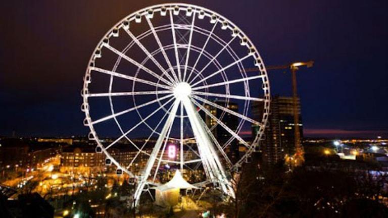 Lisebergshjulet upplyst på natten när det fortfarande var helt. Foto: Från Lisebergs hemsida