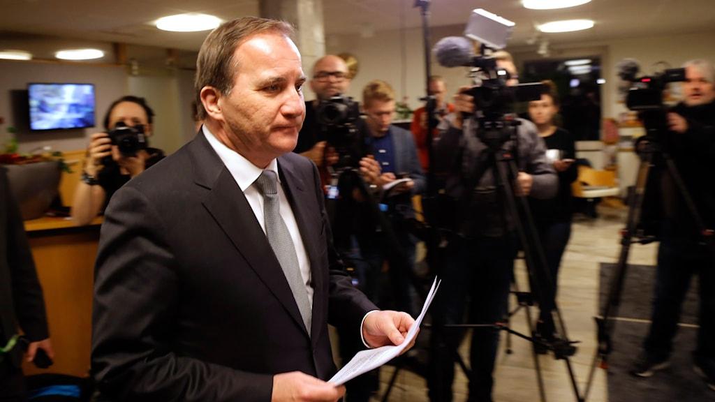 Stefan Löfven vid presskonferens i Mölndal tidigare i kväll.