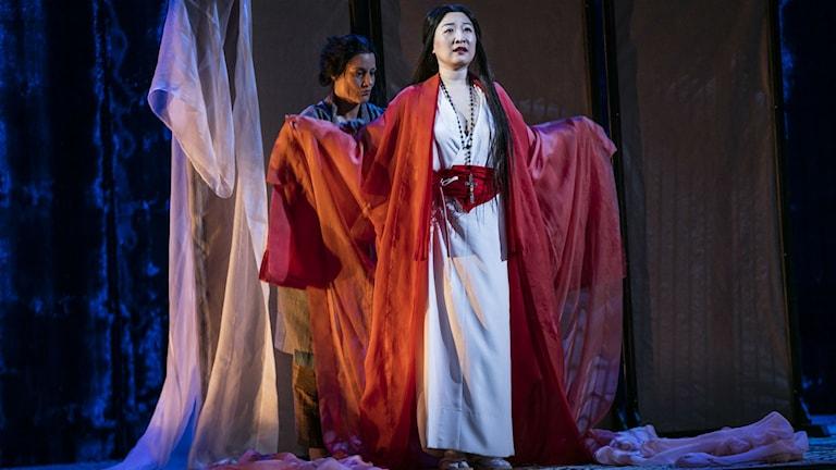 En bild av Jung Nan Yoon när hon repeterar inför premiären av Madame Butterfly på Göteborgsoperan.