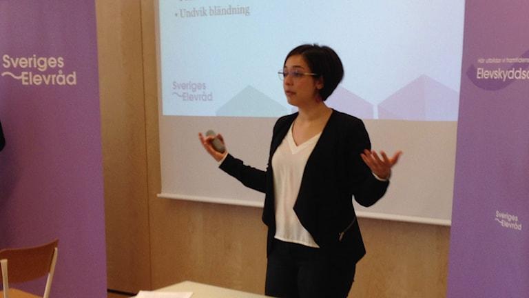 Izabell Zaza på Sveriges elevråd föreläser.