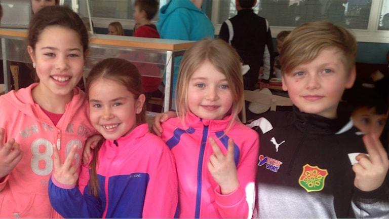 Eleverna Olivia, Siri, Ida, och Ludvig. Foto: Hasse Andersson/Sveriges Radio