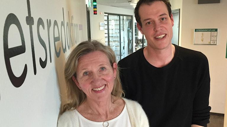 Forskare Katarina Gårfeldt och projektledare Darko Manakovski står i en korridor och ser glada ut.