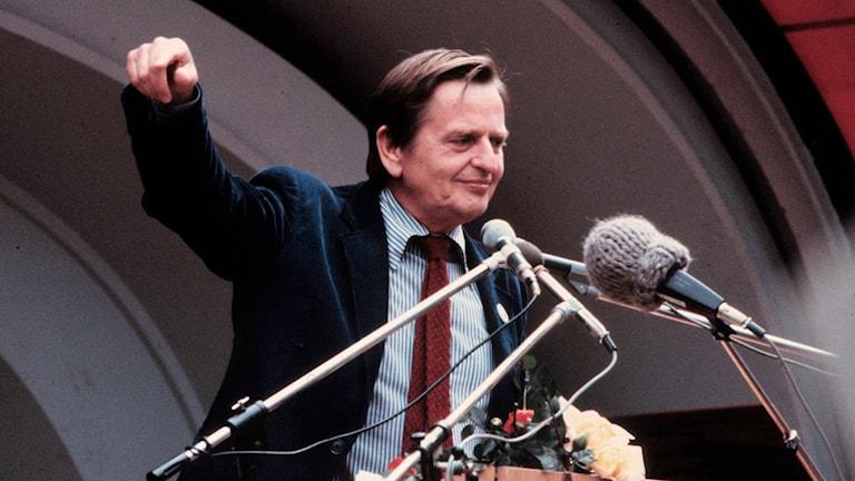 Olof Palme håller tal
