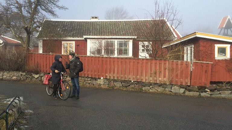 P4 Göteborgs reporter Lasse Nilsson intervjuar Brännöbo.