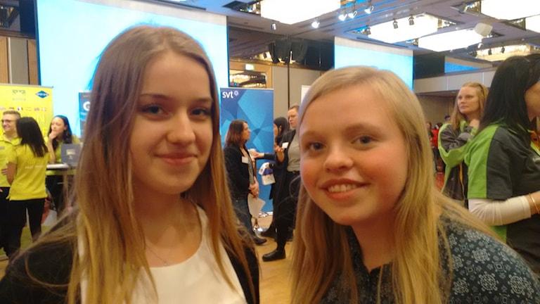 Maja Elf och Emma Helin besökte jobbmässan