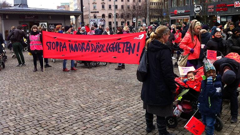 RFSU vill stoppa mödradödligheten med sin barnvagnsmarsch. Foto: Markus Bergfors / SR