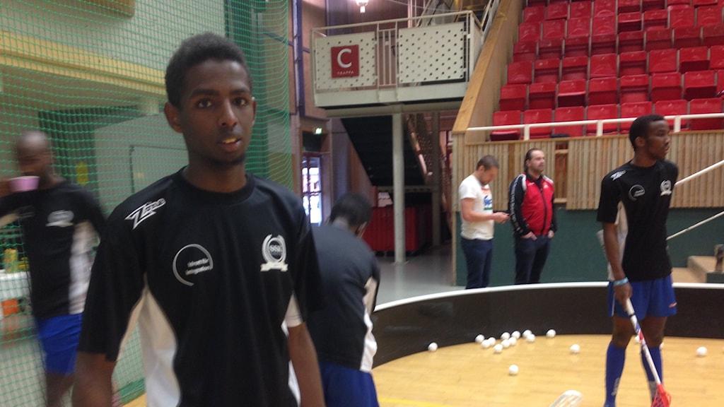 Abdirizak Ali, spelar innebandy i Somalia SK. Foto: Erica Hedin / Sveriges Radio P4 Göteborg