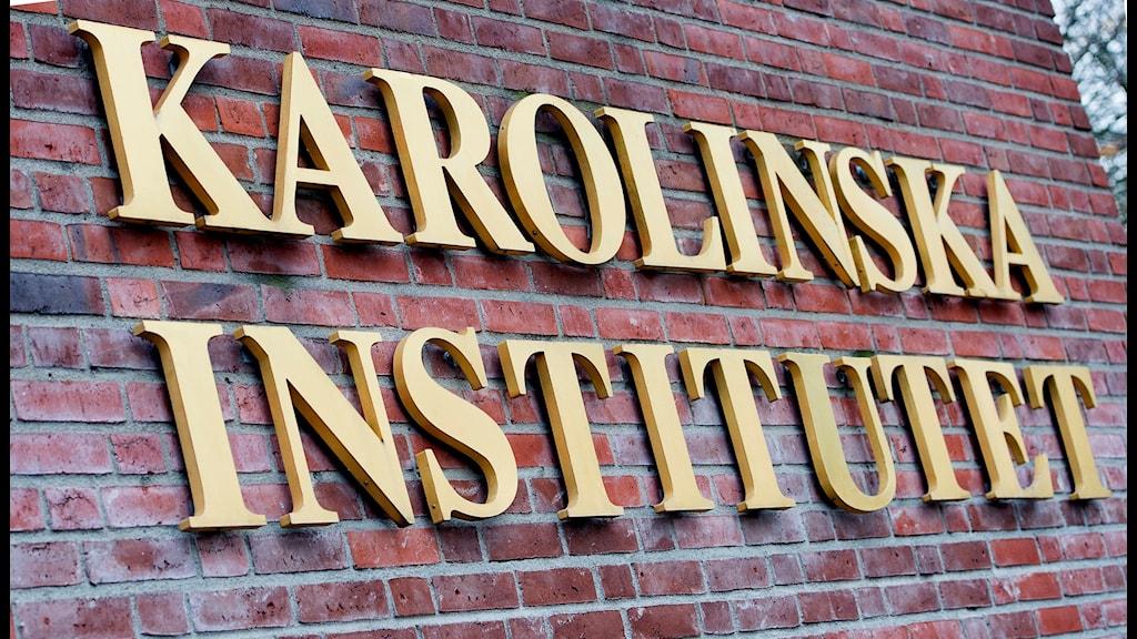 Skylt där det står Karolinska institutet