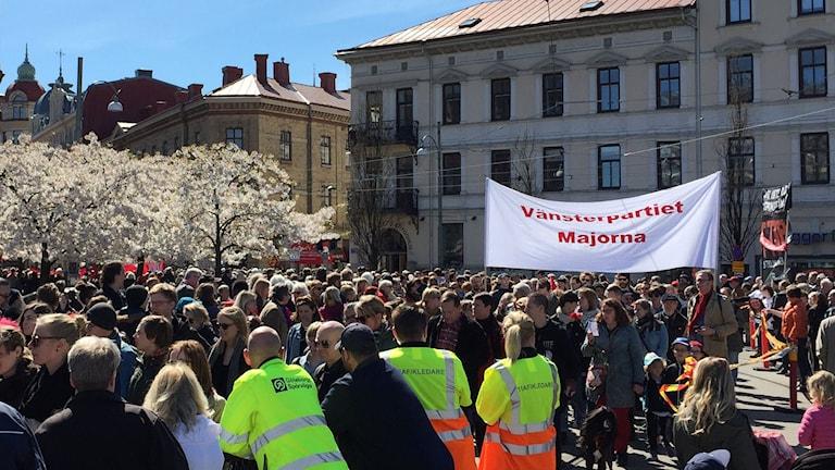 Väsnterpartiets demonstration rundar Järntorget.