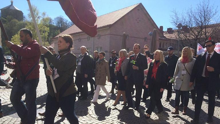 Statsminister Stefan Löfven och infrastrukturminister Anna Johansson i första majtåget i Göteborg