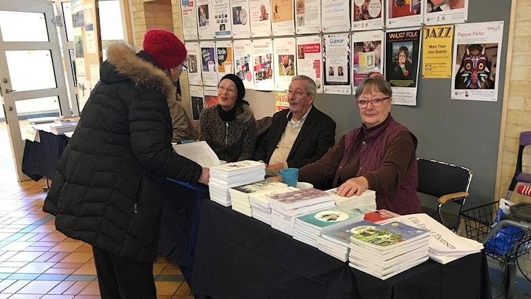 Bokens Dagar Stenungsund. Ulla Enalid Thomsen författare från Ödsmål, bakom Bo Tak dokumentärfilmare.