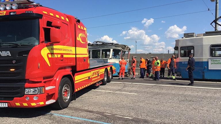 Brandbil och två spårvagnar på Götaälvbron