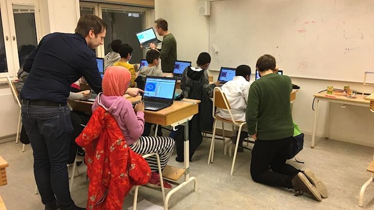 Elever på Sjumilaskolan får lära sig programmering på Skolan i centrum. Foto: Josipa Kesic/Sveriges radio