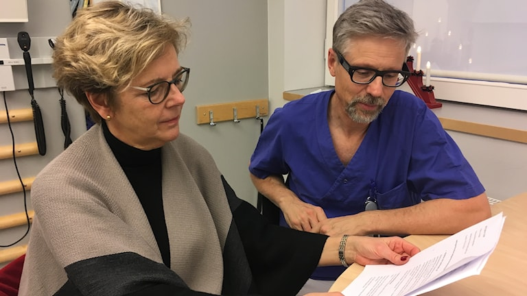 Acting hospital director Anne Haglund Olmarker and seniorphysician Magnus Brink, head of the infections department at Sahlgrenska University Hospital