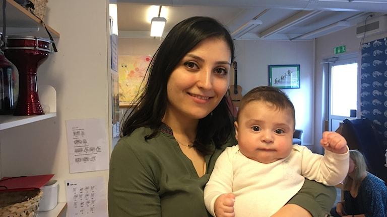 Etoile Barsoum med sonen Elias Sunal.