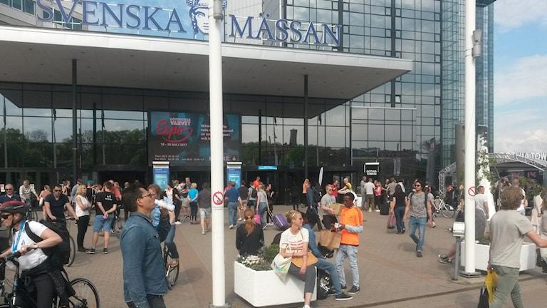 På Svenska mässan lämnades nummerlappar ut inför Göteborgsvarvet. Bilden tagen på folklivet utanför mässan .