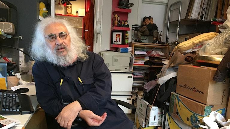 Exilfilmfestivalens konstnärlige ledare Hossein Mahini  har sitt krypin i Viktoriahuset.