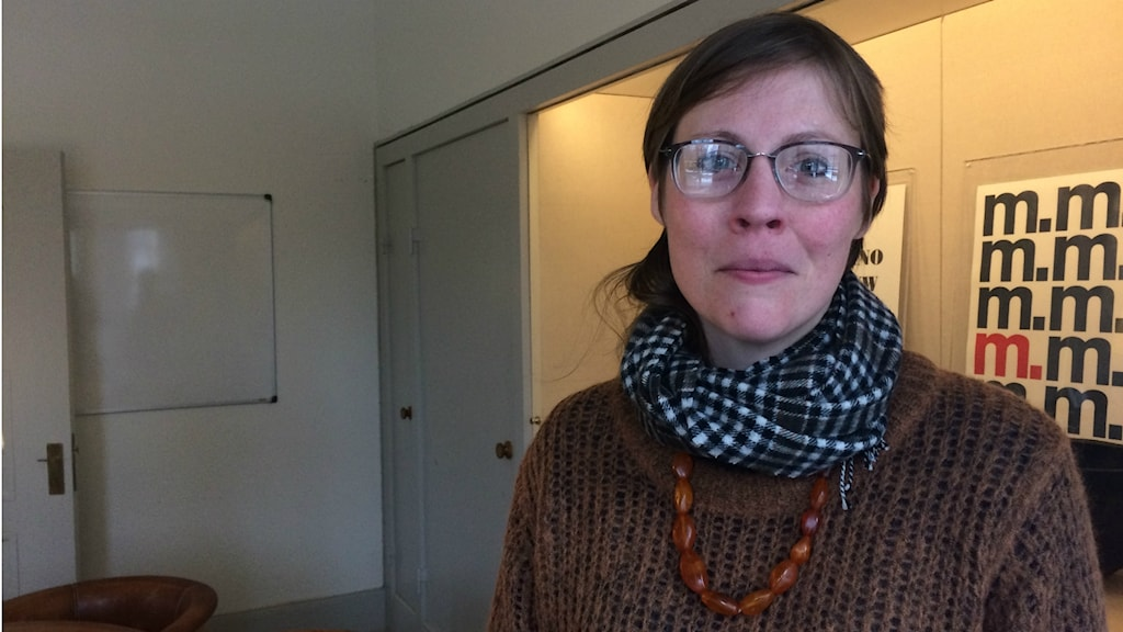 Britta Söderqvist på sitt tillfälliga kontor i Röhsskas lokaler
