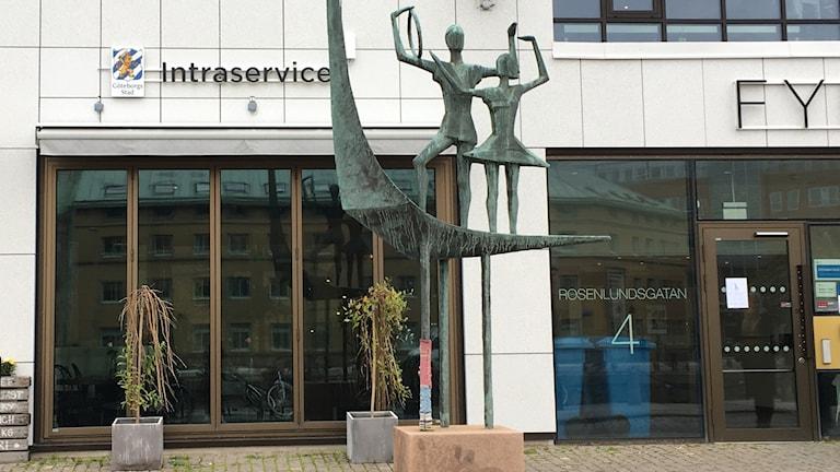 Staty och entrén till Intraservice