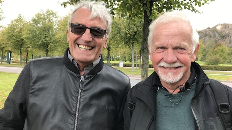 Två män med grått hår, en med skägg.