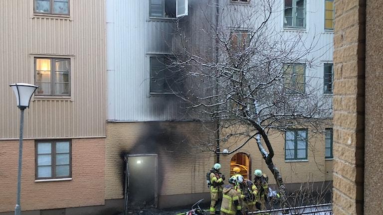 Branden spred sig från soprummet.